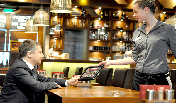 Neden Restoran İşletmeleri Tablet/Mobil Uygulamalı POS Sistemlerine Geçiyor?